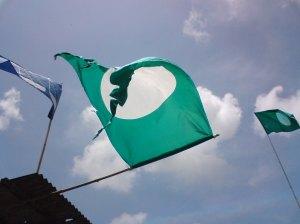 Bendera PAS Dibakar Di Bukit Gantang